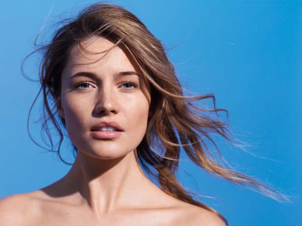 Con la aplicación cotidiana de antioxidantes y la específica de fotoprotectores en jornadas de exposición al sol, conseguiremos mantener nuestra piel a salvo.
