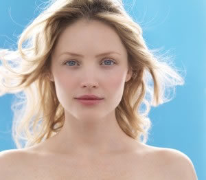 BB cream alía lo mejor del cuidado diario y del maquillaje más avanzado en un solo gesto.